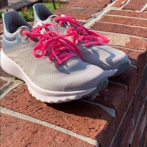 Size 7 Reebok Avon 39 Running Shoes